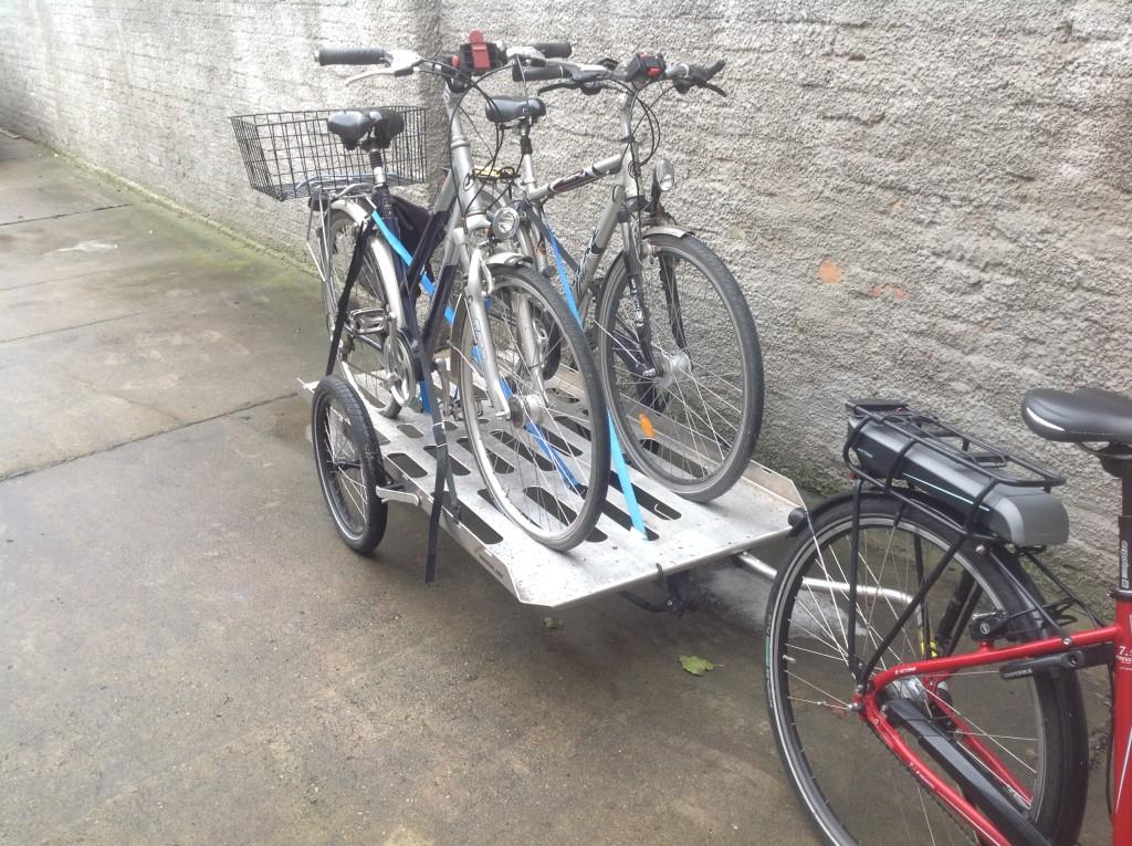 hinterher biketransporter5, beladen mit zwei Fahrrädern