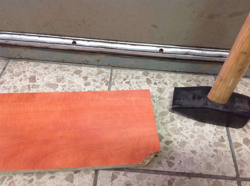 Schubladenschrank, Ausrichtungsfuge und Werkzeug