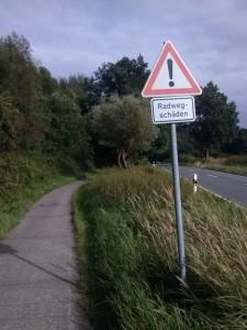 Achtung - Radwegschäden