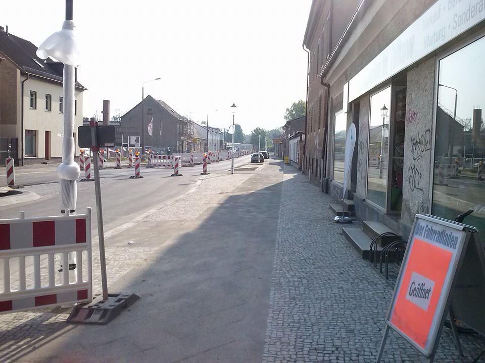halbfertige Straße bei Tag