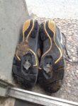 beschissene Schuhe von unten